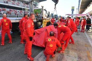 La Ferrari de Sebastian Vettel de retour à son stand