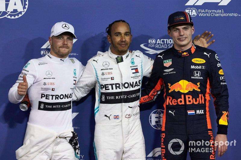 Valtteri Bottas, Mercedes AMG F1, Lewis Hamilton, Mercedes AMG F1, y Max Verstappen, Red Bull Racing