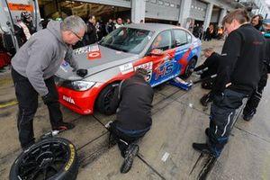 #705 BMW 325i: Torsten Kratz, Oliver Frisse, Moran Gott