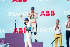 Race winner Alexander Sims, BMW I Andretti Motorsports celebrates on the podium