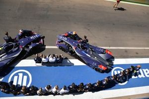 Envision Virgin Racing team, foto in pit lane