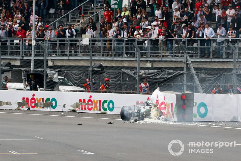 Авария: Валттери Боттас, Mercedes AMG F1 W10
