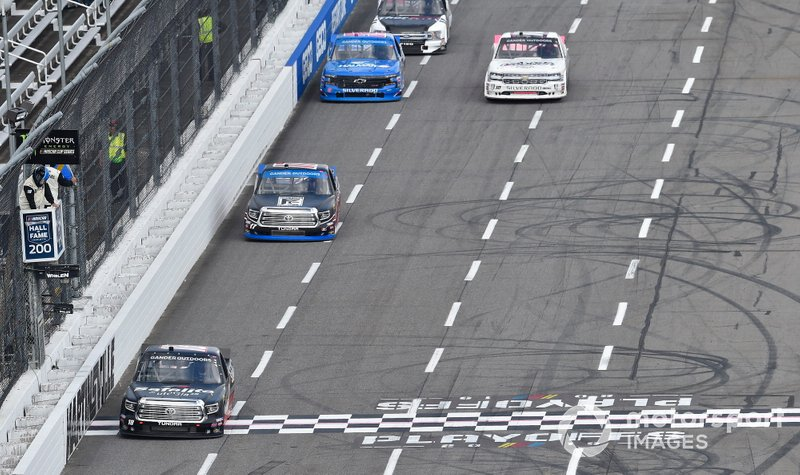 Harrison Burton, Kyle Busch Motorsports, Toyota Tundra Safelite AutoGlass, Tyler Ankrum, DGR-Crosley, Toyota Tundra