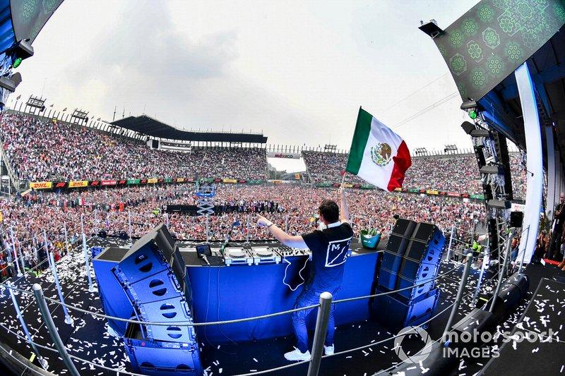 Hamilton faz a festa no Mexico