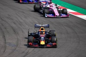 Max Verstappen, Red Bull Racing RB15, heads to the pits with a picture, ahead of Sergio Perez, Racing Point RP19, and Daniil Kvyat, Toro Rosso STR14