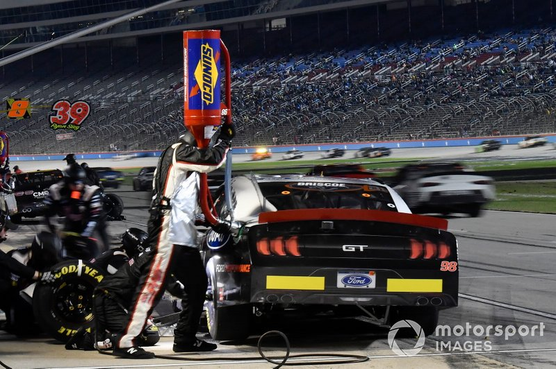 Chase Briscoe, Biagi-DenBeste Racing, Ford Mustang Ford Performance, makes a pit stop