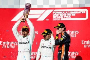 Wereldkampioen Lewis Hamilton, Mercedes AMG F1, race winnaar Valtteri Bottas, Mercedes AMG F1 met Max Verstappen, Red Bull Racing