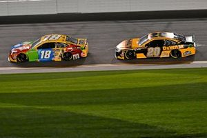 Kyle Busch, Joe Gibbs Racing, Toyota Camry M&M's, Erik Jones, Joe Gibbs Racing, Toyota Camry DeWalt