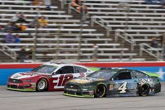 Ryan Blaney, Team Penske, Ford Mustang, Kevin Harvick, Stewart-Haas Racing, Ford Mustang Busch Beer / Ducks Unlimited