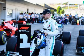 Valtteri Bottas, Mercedes AMG F1, 1ª posición, en Parc Ferme