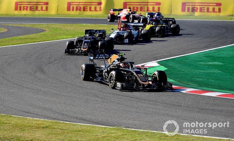 Kevin Magnussen, Haas F1 Team VF-19, precede Romain Grosjean, Haas F1 Team VF-19, Kimi Raikkonen, Alfa Romeo Racing C38, e Daniel Ricciardo, Renault F1 Team R.S.19