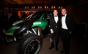 Un invité avec une voiture de rallye-raid