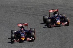 Max Verstappen, Toro Rosso STR10, Carlos Sainz Jr., Toro Rosso STR10
