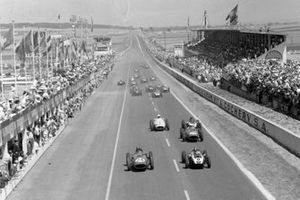 Jack Brabham, Cooper T51 Climax, battles with Tony Brooks, Ferrari 246, as Phil Hill, Ferrari 246 and Stirling Moss, BRM P25, follow behind