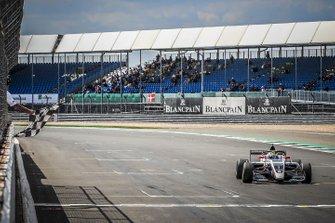 Race winnaar Oscar Piastri, R-ACE GP