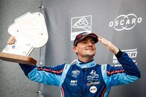 Podium: Norbert Michelisz, BRC Hyundai N Squadra Corse Hyundai i30 N TCR