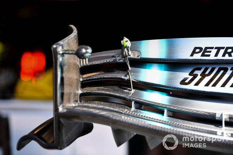 Детали переднего крыла Mercedes F1 W10