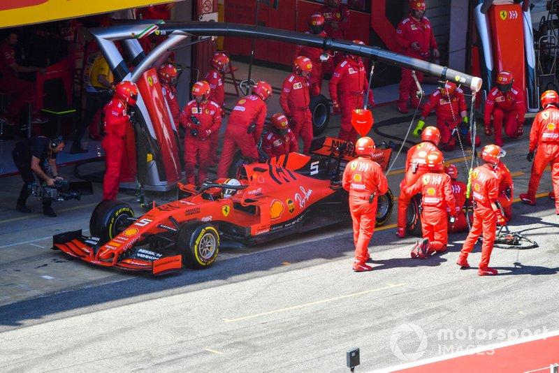 Sebastian Vettel, Ferrari SF90 au stand