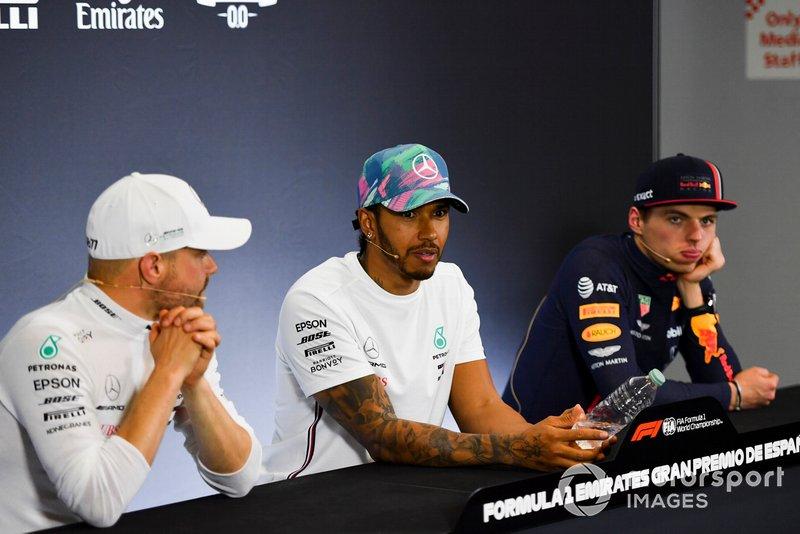 Valtteri Bottas, Mercedes AMG F1, 2° classificato, Lewis Hamilton, Mercedes AMG F1, 1° classificato, e Max Verstappen, Red Bull Racing, 3° classificato, durante la conferenza stampa