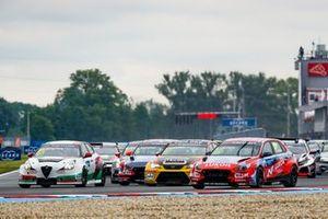 Start action, Nicky Catsburg, BRC Hyundai N LUKOIL Racing Team Hyundai i30 N TCR leads