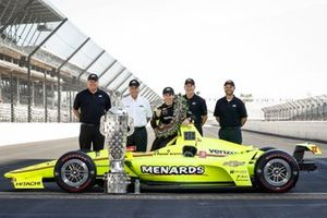 Winner Simon Pagenaud, Team Penske Chevrolet with Mark Kent, Rob Buckner, and Jim Campbell of Chevrolet and Roger Penske