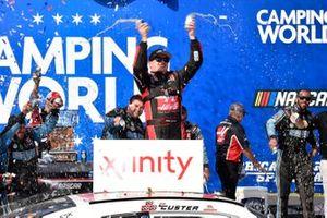 Ganador de la carrera Cole Custer, Stewart-Haas Racing, Ford Mustang Haas Automation