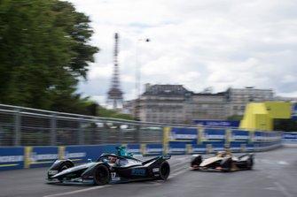 Gary Paffett, HWA Racelab, VFE-05 leads Andre Lotterer, DS TECHEETAH, DS E-Tense FE19