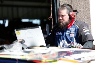 Alex Bowman, Hendrick Motorsports, Chevrolet Camaro Axalta Crew