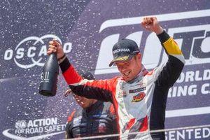 Podium: Race winner Benjamin Leuchter, SLR Volkswagen Volkswagen Golf GTI TCR