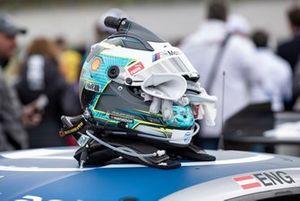 Шлем гонщика BMW Team RBM Филиппа Энга