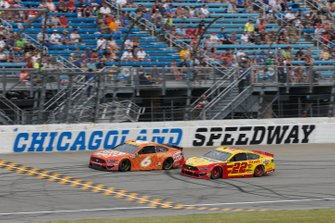 Joey Logano, Team Penske, Ford Mustang Shell Pennzoil Ryan Newman, Roush Fenway Racing, Ford Mustang Oscar Mayer Hot Dogs