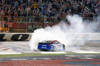 Martin Truex Jr., Joe Gibbs Racing, Toyota Camry Bass Pro Shops / TRACKER ATVs & Boats / USO victory celebration