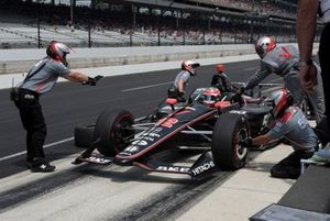 Will Power, Team Penske Chevrolet, practices pit stop
