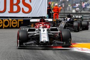 Kimi Raikkonen, Alfa Romeo Racing C38, leads Romain Grosjean, Haas F1 Team VF-19