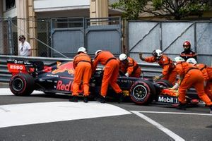 Marshals assist Max Verstappen, Red Bull Racing RB15
