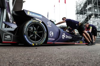 Sam Bird, Envision Virgin Racing, Audi e-tron FE05 is pushed back into the garage