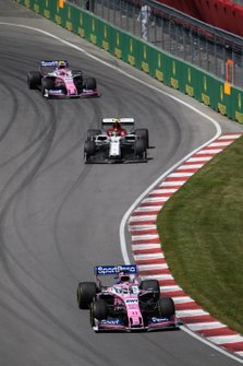 Sergio Perez, Racing Point RP19, voor Antonio Giovinazzi, Alfa Romeo Racing C38, en Lance Stroll, Racing Point RP19