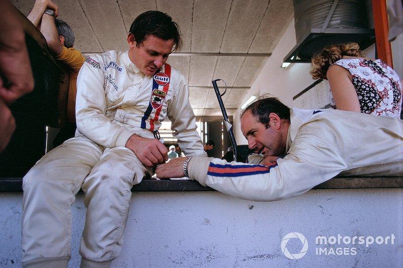 Bruce McLaren e il compagno di squadra Denny Hulme