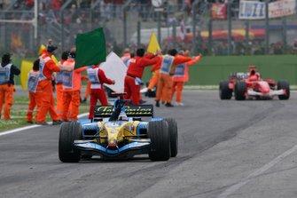 El ganador de la carrera Fernando Alonso, Renault R25