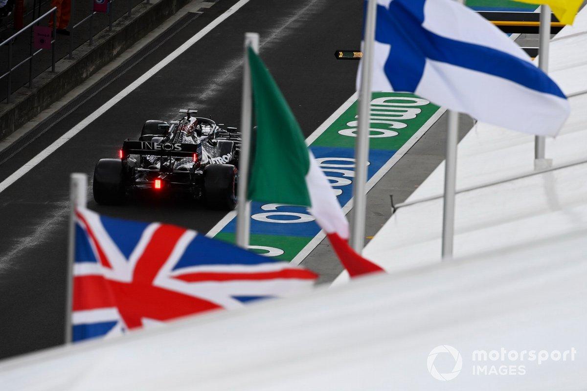 Lewis Hamilton, Mercedes F1 W11, dopo essersi assicurato la pole