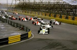 Martin Donnelly, Ralt RT31 TOM's Toyota leads the field at the start