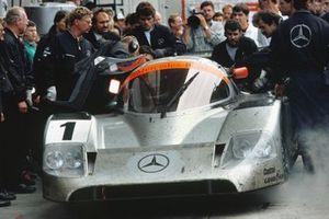 #1 Mercedes-Benz C11: Jean-Louis Schlesser, Jochen Mass, Alain Ferte