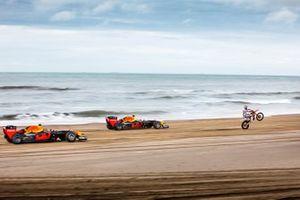 Max Verstappen, Alexander Albon, Red Bull Racing yJeffrey Herlings