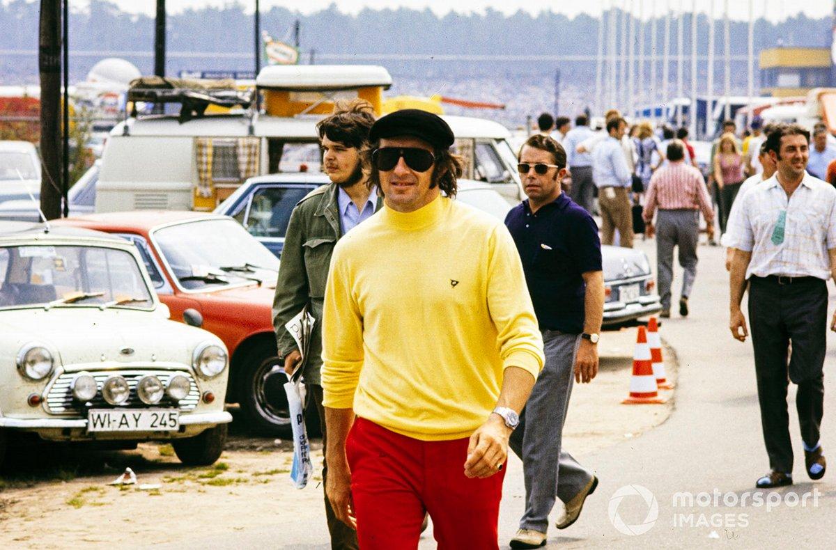 Jackie Stewart en el paddock