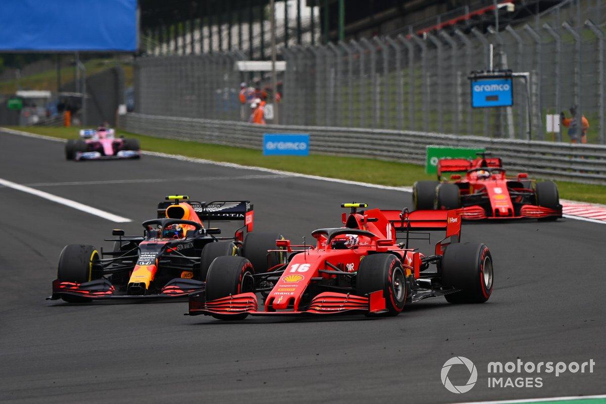 Charles Leclerc, Ferrari SF1000, lotta con Alex Albon, Red Bull Racing RB16, davanti a Sebastian Vettel, Ferrari SF1000