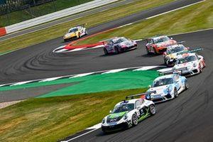 Marius Nakken, Dinamic Motorsport, leads Berkay Besler, Jaap van Lagen, Fach Auto Tech, Jukka Honkavuori, MRS GT-Racing, Jesse van Kujik, Team GP Elite, and Philippe Haezebrouck, CLRT