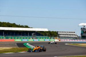 Lando Norris, McLaren MCL35, George Russell, Williams FW43
