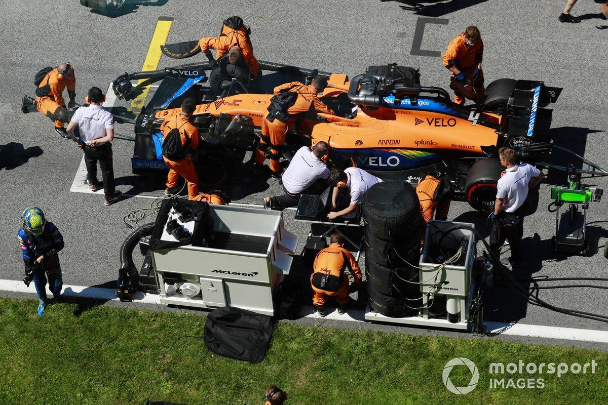 Lando Norris, McLaren MCL35, sulla griglia di partenza