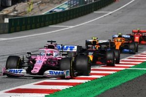 Sergio Perez, Racing Point RP20, en Alex Albon, Red Bull Racing RB16