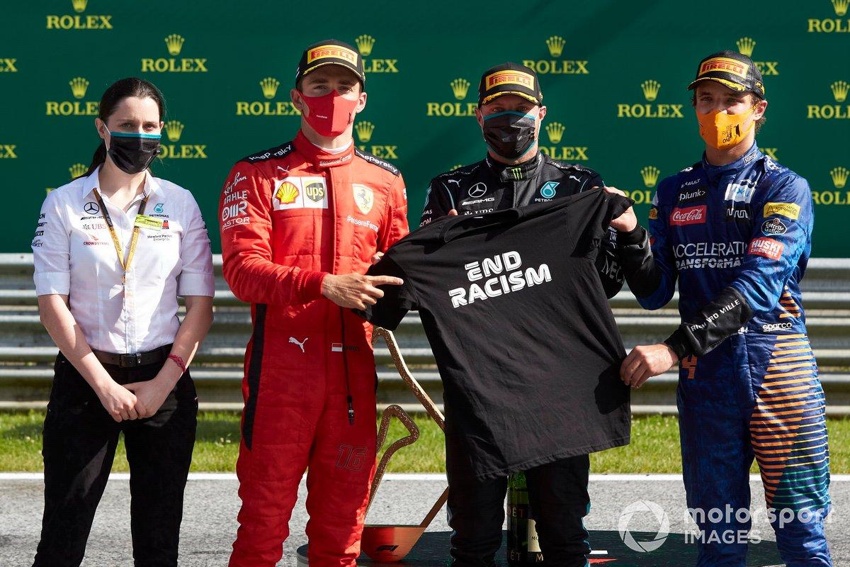Podio: segundo lugar Charles Leclerc, Ferrari, ganador Valtteri Bottas, Mercedes AMG F1, y el tercer lugar Lando Norris, McLaren, celebran